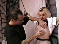 Punish a hawt slave gal